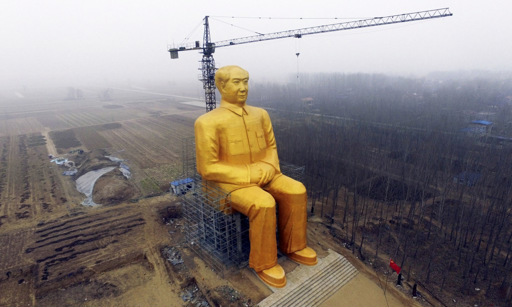 chairman mao gold statue