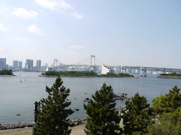 rainbow bridge view from odaiba