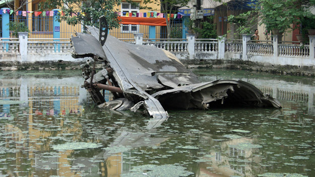 b52 in hanoi's lake
