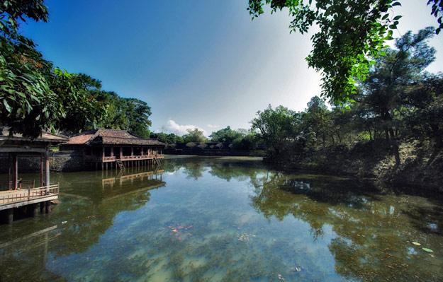 Hue's perfume river