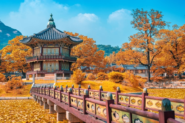 Palace in Seoul in autumn