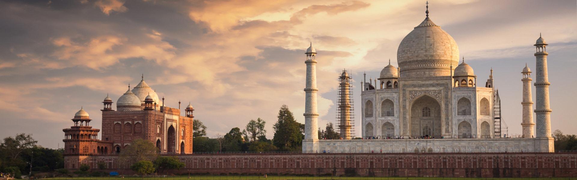 Full view of the Taj Mahal