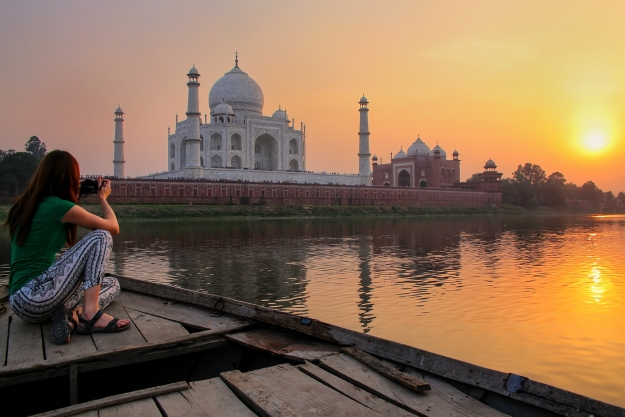 Photographing the Taj Mahal at sunset