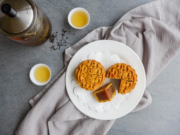 Plate of mooncakes with tea