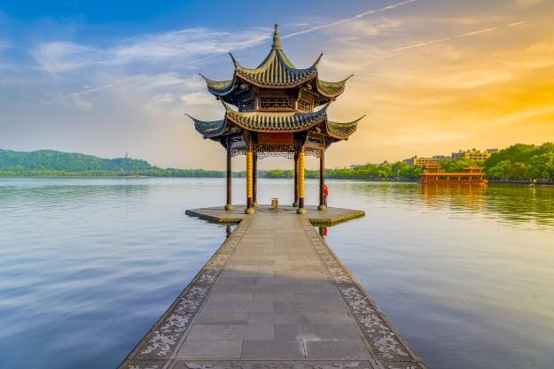 A beautiful spot overlooking Huangzhou's West Lake