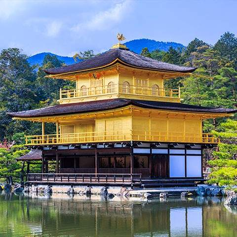Wander the ancient gardens<br/>and temples of Kyoto
